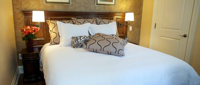 Bed in The Grumman Suite